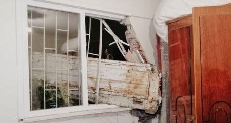 Kamyonet sürücüsü yatak odasına daldı