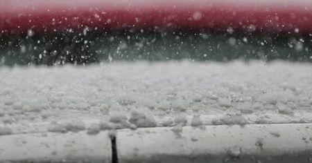 Kars ile Ardahan'da sağanak ve dolu etkili oldu