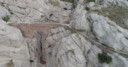 Konya'daki tarihi mahallenin 'ürküten' köprüsü