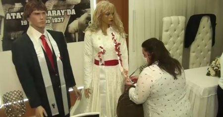 Koronavirüs bunu da yaptırdı: Düğün takıları maket mankenlere
