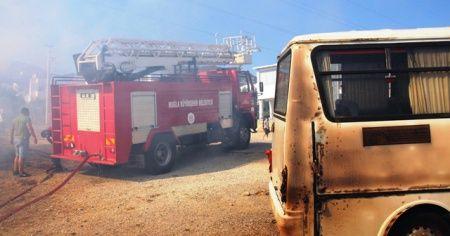 Mahalleli yangını söndürmek için seferber oldu