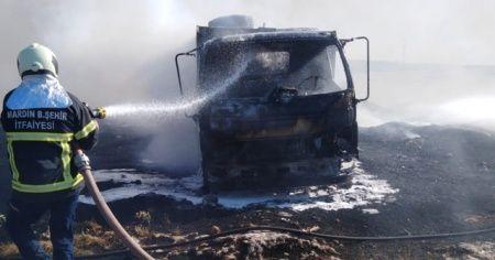 Mardin'de seyir halindeki araç alev aldı