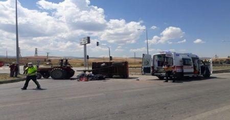 Motosikletle traktör çarpıştı: 1 ölü, 1 ağır yaralı