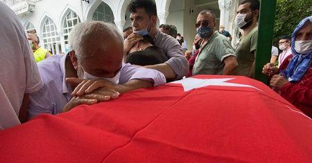 Patlamada ölen kız kardeşinin tabutuna sarılıp gözyaşlarına boğuldu