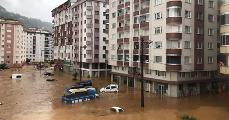 Rize'de şiddetli yağış hasara yol açtı