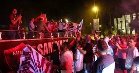 Şampiyon Hatayspor'a coşkulu karşılama