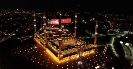 Sela seslerinin yükseldiği Büyük Çamlıca Camii havadan görüntülendi