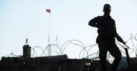 Sınır duvarlarını aşan terörist teslim oldu