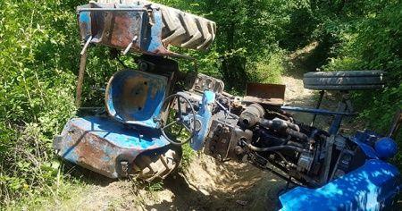 Tarlaya giderken devrilen traktörün altında kalan yaşlı adam öldü