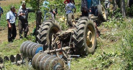Traktörün altında hayatını kaybeden muhtar köylüleri yasa boğdu