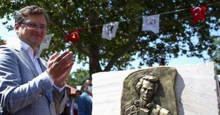 Ukrayna Dışişleri Bakanından Antalya'daki Kovid-19 tedbirlerine övgü