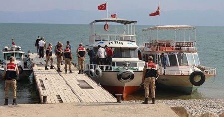 Van Gölü'nde batan teknedeki cesetlerin çıkarılması çalışmalarına ara verildi