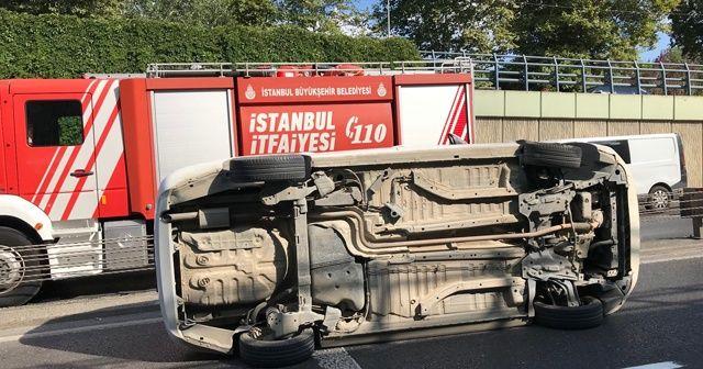 Arızalanıp yol kenarına çekilen araca otomobil çarptı: 3 yaralı