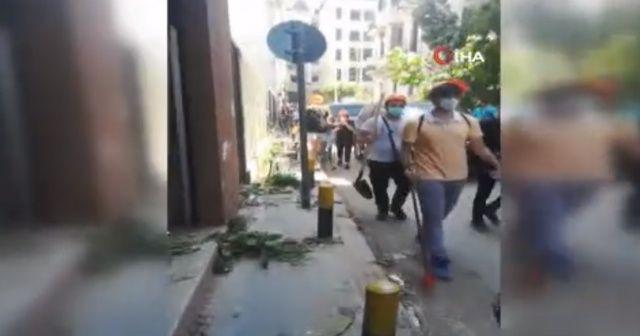 Beyrut'ta halk sokakları kendi çabalarıyla temizliyor