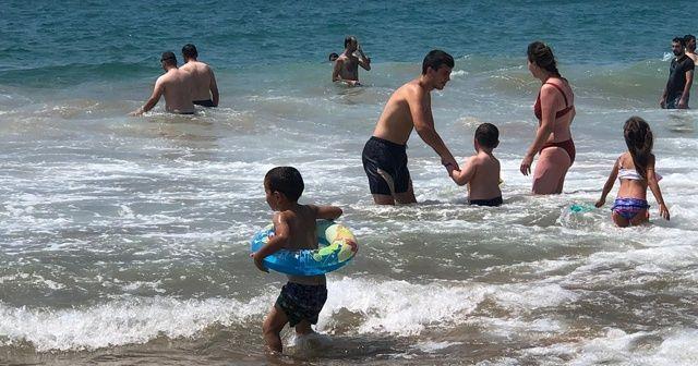 Boğulma vakaları tatilcilerin gözünü korkutmadı, cankurtaranlar isyan etti
