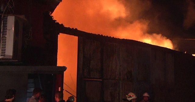 Geri dönüşüm deposundaki yangın bara sıçradı 80 kişi son anda kurtuldu