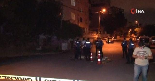 Kartal'da kavgayı ayırmak isteyen polis kurşunların hedefi oldu