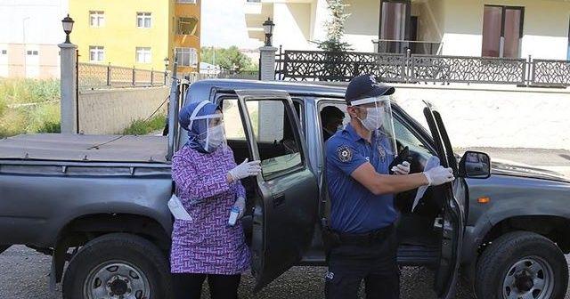 Kovid-19 ile mücadele için 'çat kapı' ekibi kuruldu