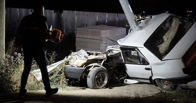 Tokat'ta ikiye bölünen otomobilin sürücüsü öldü