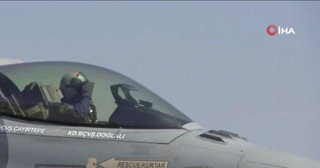 Türk F-16'ları Azerbaycan'a ait savaş uçakları ile Azerbaycan semalarında