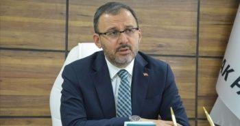 Bakan Kasapoğlu, Cenk Özkaçar'ı telefonla tebrik etti
