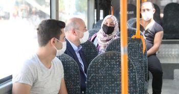 Bakan Soylu halk otobüsünde virüse karşı vatandaşları uyardı