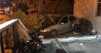 Başkent'te kontrolden çıkan otomobil dükkana girdi