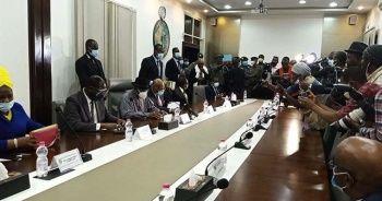Batı Afrikalı liderler Mali'de devrik lider ve darbecilerle görüştü