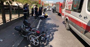 Kamyonetin çarptığı motosikletteki biri çocuk 3 kişi öldü