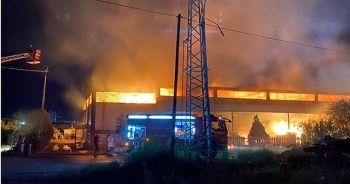 Manisa'daki ahşap fabrikası yangını söndürüldü