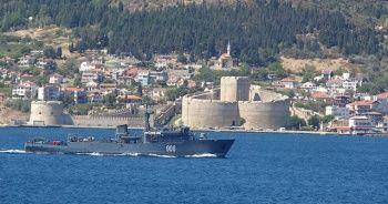 Rus savaş gemisi 'Admiral Zakharin' Çanakkale Boğazı'ndan geçti
