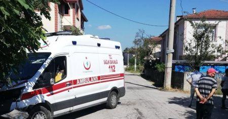 112 Ekibi kaza yaptı, Sağlık İl Müdürü yalnız bırakmadı