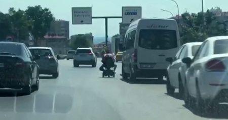 Akülü engelli aracıyla tehlikeli yolculuk