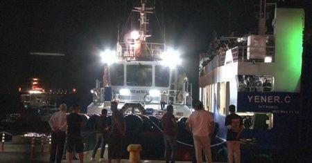 Arabalı yolcu feribotu arıza yaptı, yolcular denizin ortasında kaldı