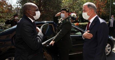 Bakan Akar, Senegal Silahlı Kuvvetler Bakanı Kaba ile bir araya geldi