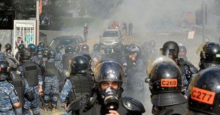 Beyrut'ta güvenlik güçleri protestoculara müdahale ediyor