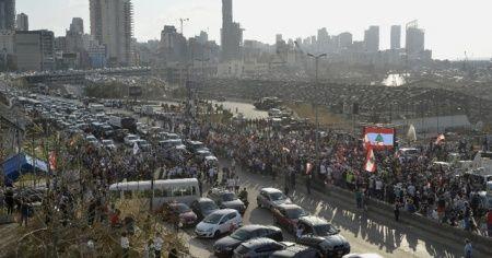 Beyrut'ta şiddetli patlamada ölenler için anma töreni