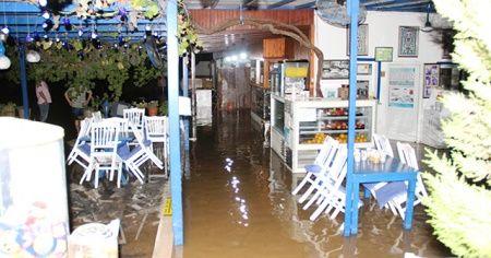 Bodrum'da ev ve iş yerlerini su bastı