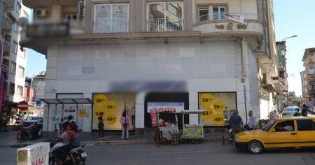 Çalışanlarında koronavirüs tespit edilen zincir mağaza kapatıldı