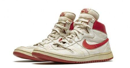 Efsane basketbolcu Michael Jordan'ın ayakkabılarına rekor fiyat