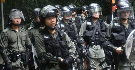 Hong Kong'ta medya patronuna gözaltı