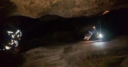 Karabük'te kanyona uçan otomobildeki iki kişi yaralandı