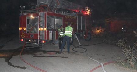 Keresteciler sitesinde yangın: 2 atölye ve 1 traktör yandı