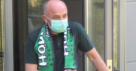 Kocaelispor Başkanı Hüseyin Üzülmez, evinin bahçesini kulüp binasına çevirdi