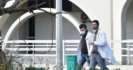 """Lübnan Sağlık Bakanı: """"Beyrut'ta Kovid-19 hastalarına ayrılan yatakların yarısı doldu"""""""