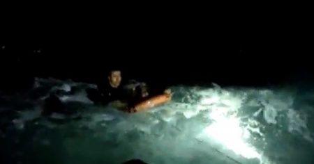 Mehmetçik denize atlayıp böyle kurtardı