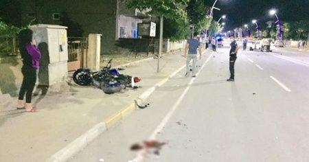 Motosiklet ve otomobil çarpıştı: 1 ölü, 1 yaralı