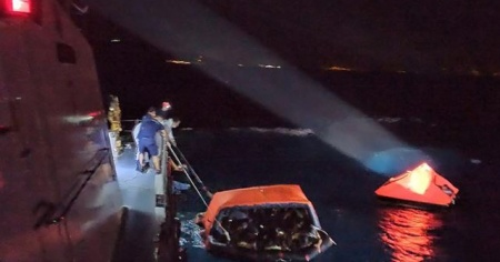 Muğla'da Türk kara sularına geri itilen 83 sığınmacı kurtarıldı