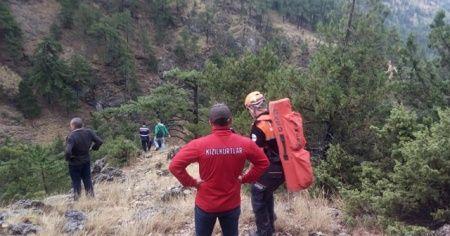 Ot toplamak için çıktığı kayalıklardan düşen yaşlı kadın öldü
