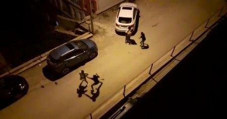 Sokak ortasında tekme-tokat kavga